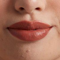 NYX Professional Makeup Shout Loud Satin ruž za usne - Cali