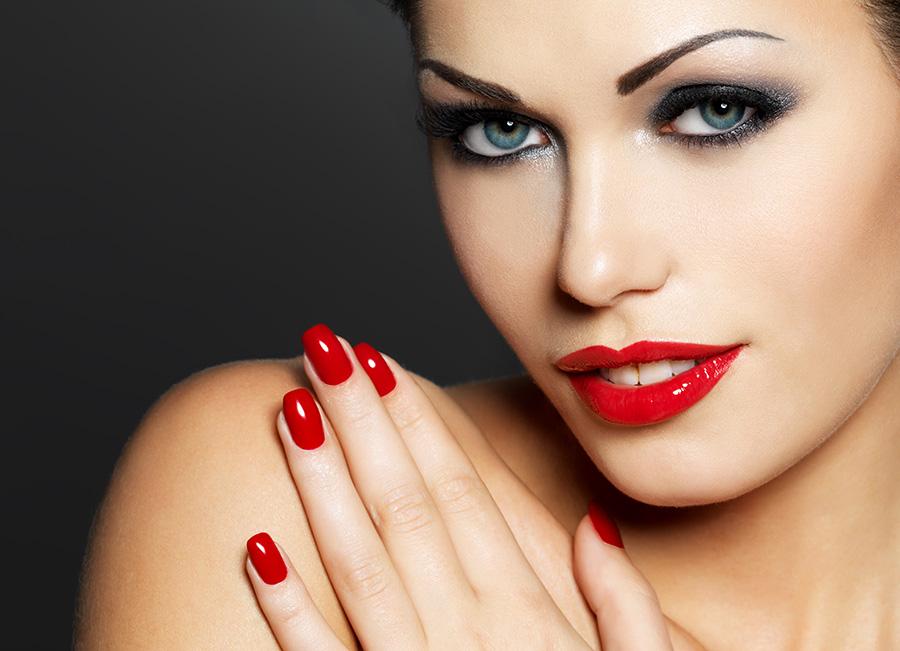Kako brzo sušenje laka za nokte pomaže da žena zablista?