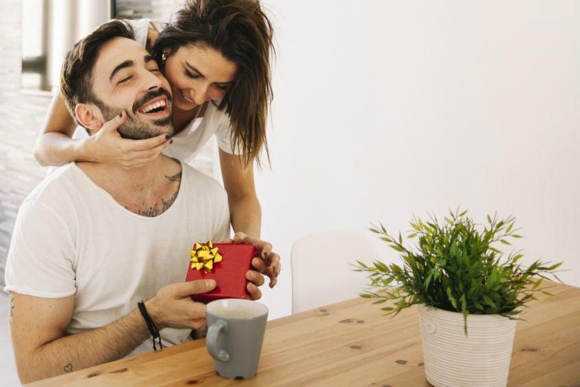 Kreativan i praktičan poklon za Dan zaljubljenih za njega