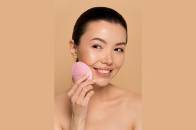 Aparat za čišćenje i masažu kože – temeljna nega lica